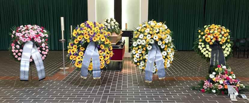 Trauerfloristik Kränze Buketts Für Begräbnis Beerdigung Wien